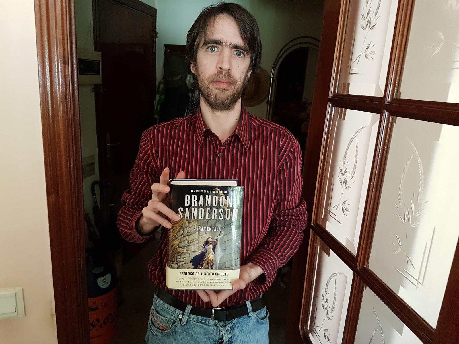 Uno de los amores de mi vida me consiguio Juramentada el último libro de  Brandon Sanderson publicado a día de hoy. Ya le tenia muchas ganas, ...