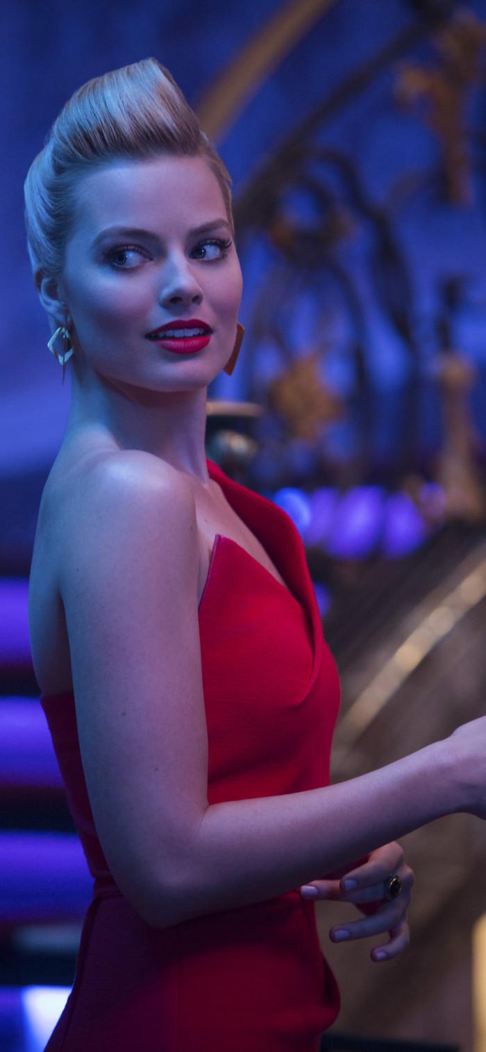 Margot Robbie red hot dress wallpaper