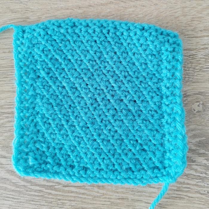 Point de risotto au tricot, vue de dos, par Chat Tricote Par Ici, Hello c'est Marine