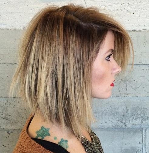Para asegurarse de que color de pelo de balayage es compatible con una variedad de tonos, todo lo que tienes que hacer es mirar este estilo sexy.