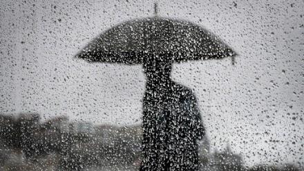 Εντονα προβλήματα στη Μακεδονία από βροχή, χαλάζι και κεραυνούς