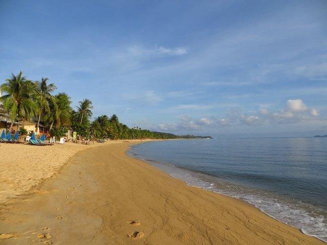 Утро на пляже Маенам
