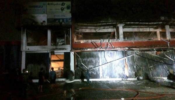 Ong Houseware Kranji ludes terbakar tadi malam