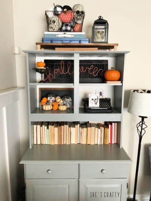 Halloween Home Tour - skeleton and pumpkin vignettes  |  She's Crafty