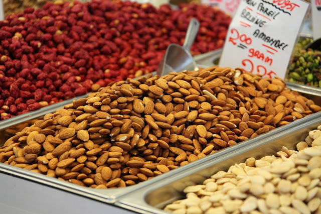 storing skinless almonds: