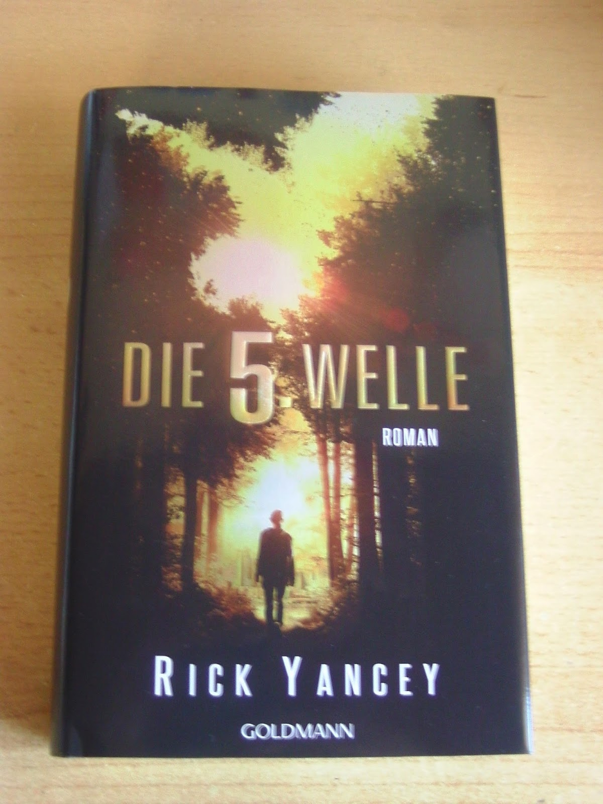 http://www.amazon.de/Die-f%C3%BCnfte-Welle-Rick-Yancey/dp/3442313341/ref=cm_cr_pr_product_top