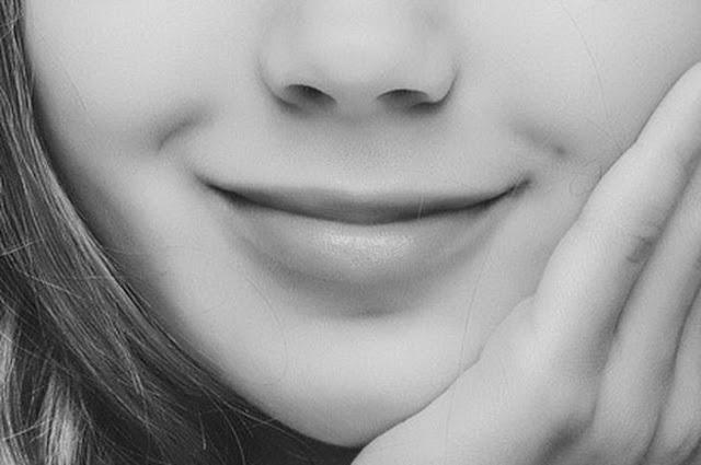 9 Arti Kedutan Bibir Atas Pertanda Apakah Ini?
