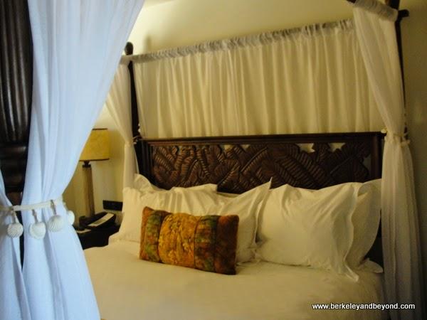 4-poster bed at Pantai Inn in La Jolla, California