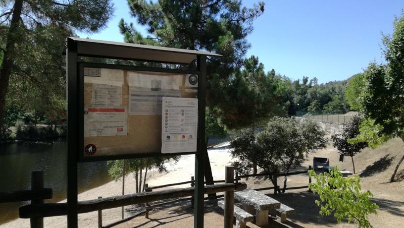 Placa informação Praia do Rabaçal
