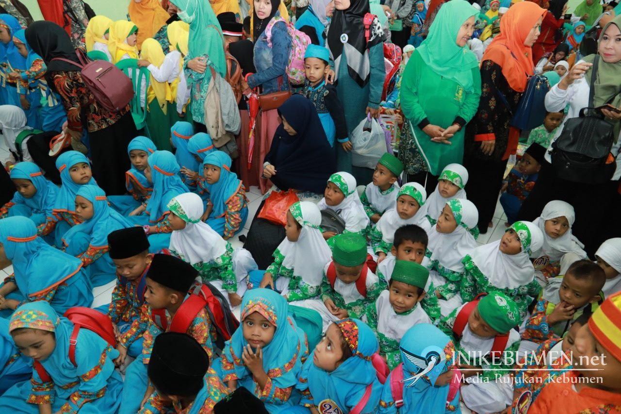 Mewarnai Logo NU Dilombakan di Festival Aswaja Muslimat NU Kebumen