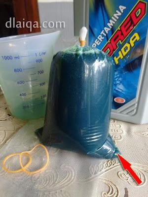 kemas oli ke dalam kantong plastik bening