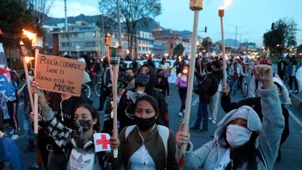 Colombianos exigen a Gobierno de Duque fin de crímenes y abusos
