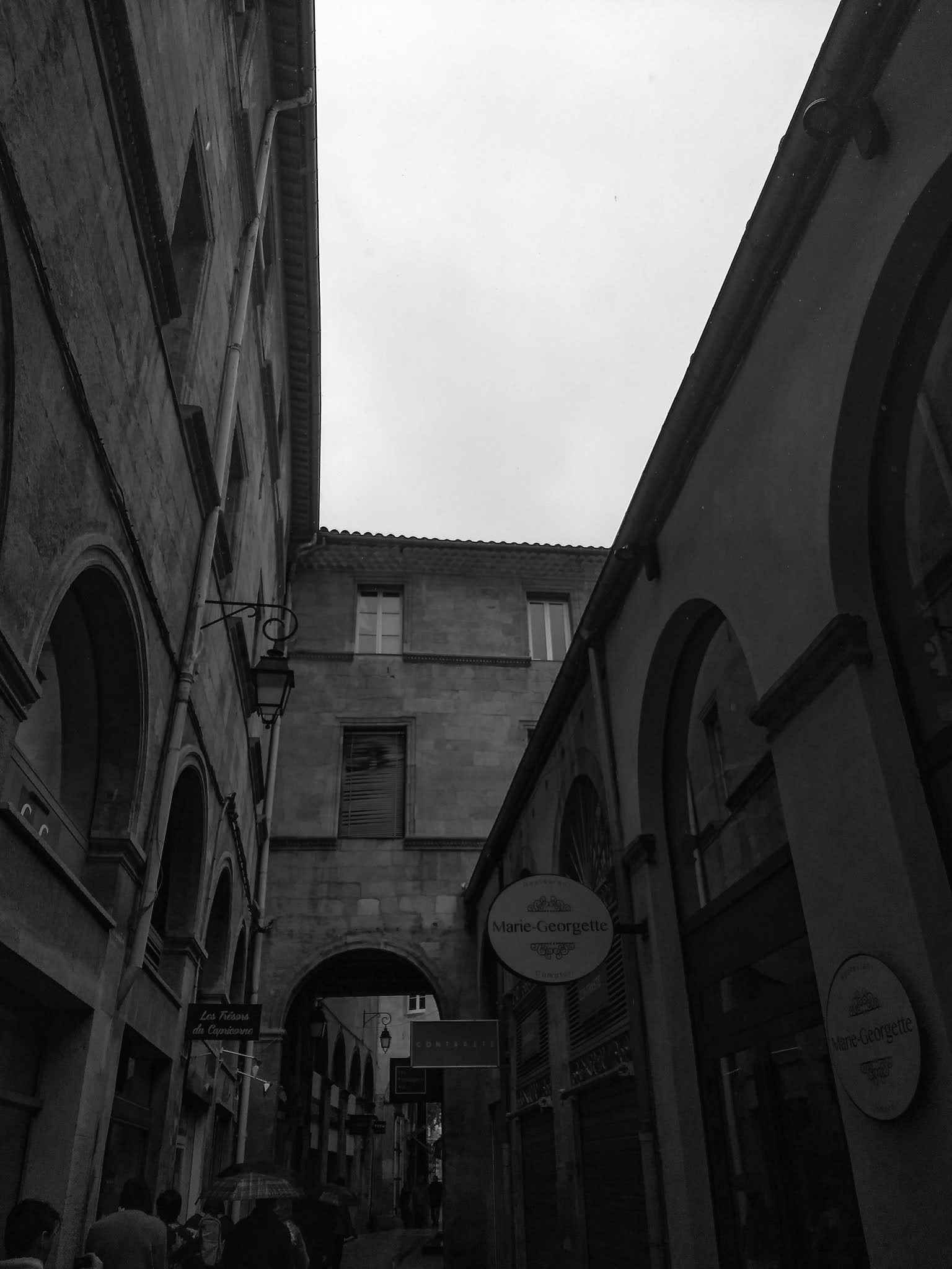 Black and white image of Passage Agard in Aix-en-Provence, France.