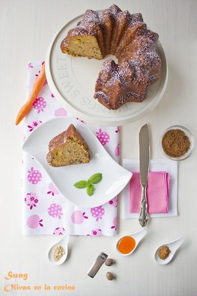 Bundt cake de zanahoria, naranja confitada y nueces