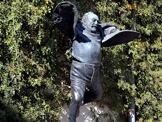 Картинки по запросу памятник знаменитому кинорежиссеру Сергею Параджанову В тбилиси