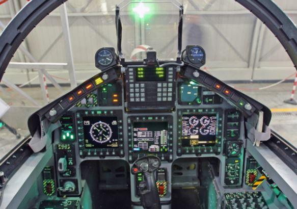 Aermacchi M-345 cockpit
