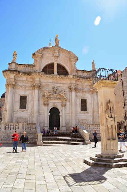 Roland's Column e Igreja de São Brás, Dubrovnik, Croácia.