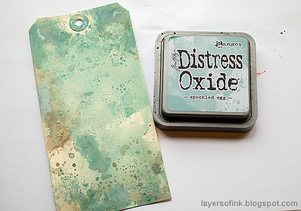 Layers of ink - Speckled Egg Vintage Tag Tutorial by Anna-Karin Evaldsson. Ink with Distress Oxide Ink.