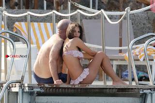 Emily-Ratajkowski-in-Bikini-2017--09+%7E+SexyCelebs.in+Exclusive.jpg