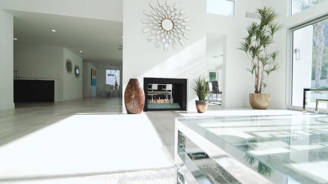 32 Interior Photos vs. 585 S La Mirada Rd, Palm Springs, CA Luxury Modern Home Tour