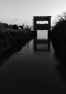 水門 白黒