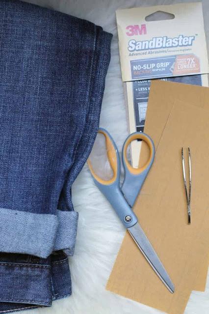 các dụng cụ cần thiết để tạo vết xước trên quần jean