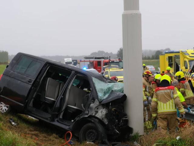 مصرع أربعة أشخاص و إصابة آخرين في حادثي سير في هولندا