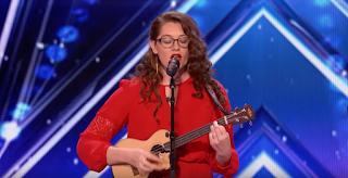 Κωφή κοπέλα τραγουδάει και παίζει κιθάρα - Άφησε τους κριτές με το στόμα ανοιχτό (Βίντεο)