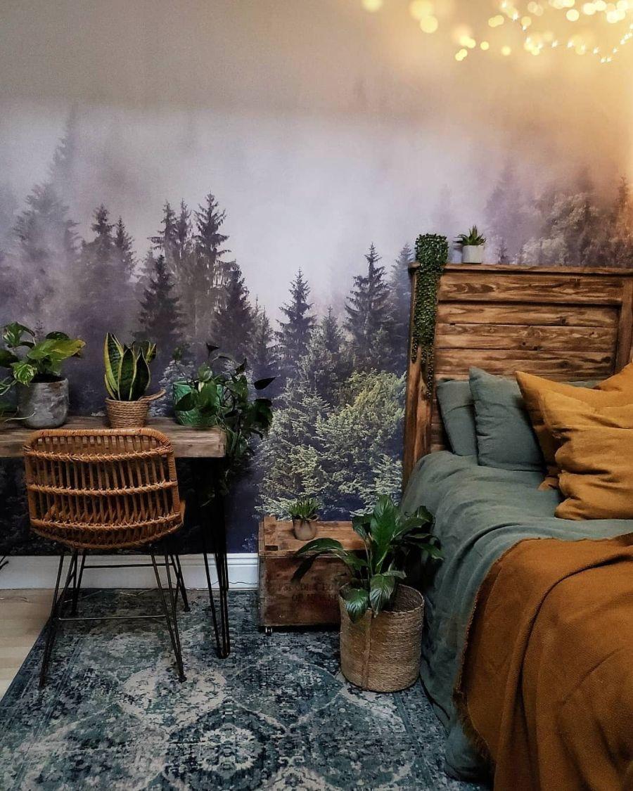 Nieszablonowe mieszkanie z naturą w tle, wystrój wnętrz, wnętrza, urządzanie domu, dekoracje wnętrz, aranżacja wnętrz, inspiracje wnętrz,interior design , dom i wnętrze, aranżacja mieszkania, modne wnętrza, home decor, rustic style, Scandinavian style, industrial style, classic style, styl rustykalny, styl skandynawski, vintage, boho, styl industrialny, styl eco, natura, natural, stonowane kolory, urban jungle, sypialnia, łóżko, drewniany zagłówek, tapeta las, fototapeta