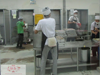 Proses pembuatan kek pisang villa batam