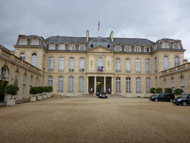Cour d'honneur du Palais de L'Elysée