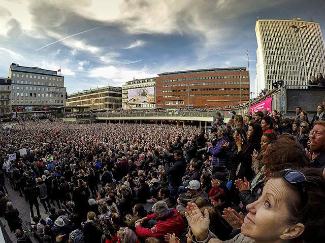 Sergels Torg durante la manifestación contra el ataque terrorista en Estocolmo (Photo: Photo: Hussein El-alawi)