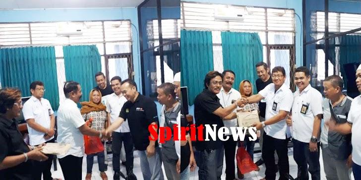 Pengurus dan Anggota PWI Sulsel, Menerima Paket Lebaran 1440-Hijriah