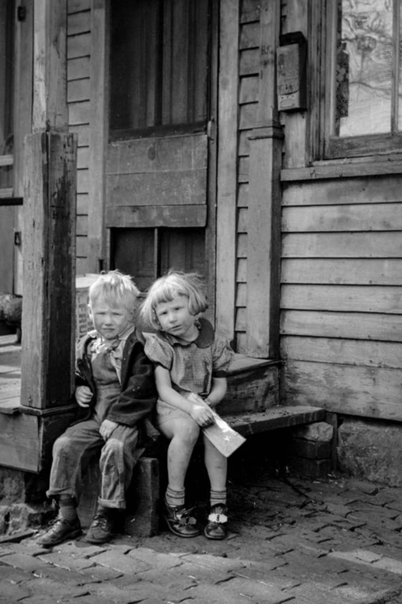 Children living in the river bottoms shacktown in Dubuque. 1940.