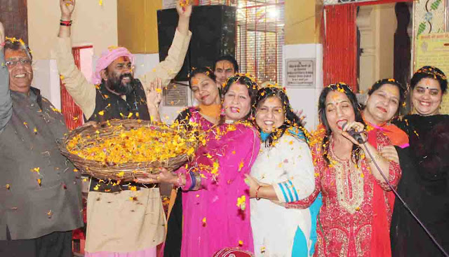 Holi of flowers played in Faridabad, Shri Banke Bihari Temple
