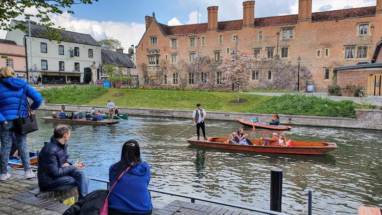 經過的運河,劍橋娛樂之一是坐船導覽城市