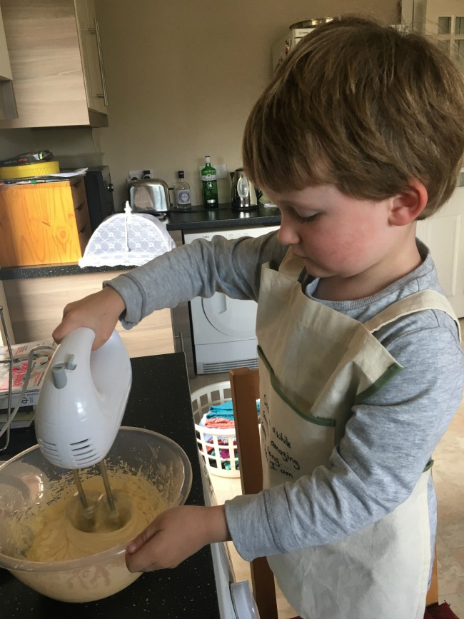 boy-making-cakes