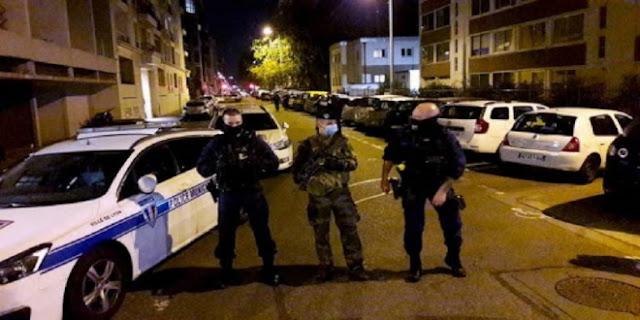 """مجهول يضرم النار في مسجد بمدينة """"شاتودون"""" بفرنسا"""