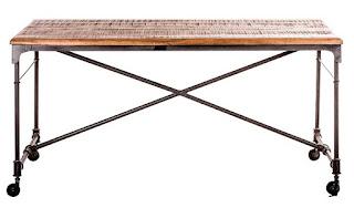 mesa rustica de forja y madera con ruedas