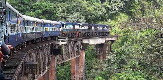 भारतीय रेलवे को यात्रियों ने लगाया लाखों का चुना