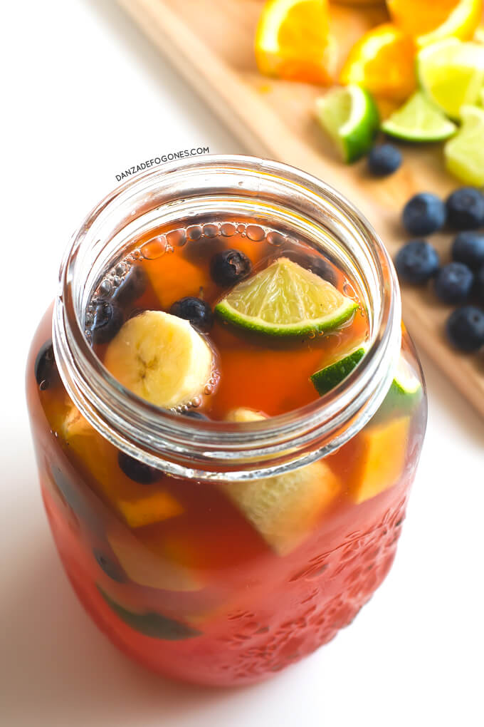 Healthy Sangria without alcohol and sugar | danceofstoves.com