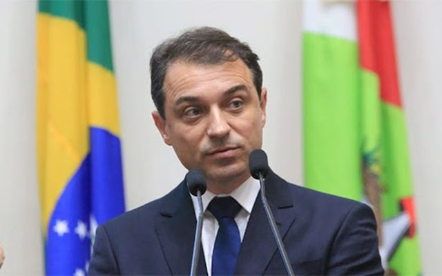 Assembleia Legislativa abre processo de impeachment contra governador de Santa Catarina