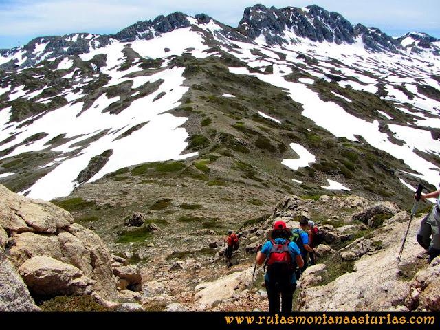 Ruta Farrapona, Albos, Calabazosa: Bajando el Albo Oriental camino a Peña Calabazosa
