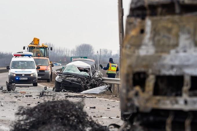 Brutális baleset Kecskemétnél, a kamion lángokban állt - Videó!