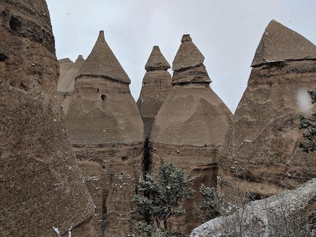 "Національний Монумент ""Каша-Катуве Тент Рок"", Нью-Мексико(Kasha-Katuwe Tent Rocks National Monument, New Mexico)"