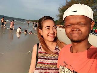 Wanita ini dengan bangga menshared foto dengan pacarnya di sosial media.
