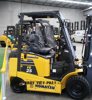 xe nâng Komatsu chạy điện model FB25-12