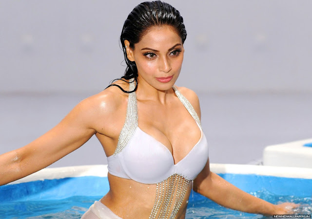 Bipasha Basu Images, Hot Photos & HD Wallpapers