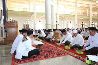 Wali Kota Tarakan Mengikuti Dzikir Akbar dan Doa Dalam Rangka Peringatan Hari Santri Nasional Tahun 2019 - Tarakan Info