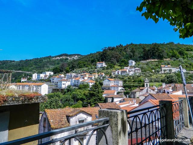 A Serra da Estrela vista da Igreja da assunção, em Seia, Portugal